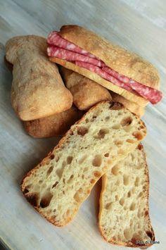 Pan di Pane: Ciabatta con farro e lievito naturale.