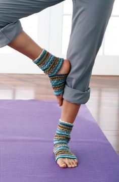 [Free Pattern] Easy Yoga Socks Perfect For Any Activity