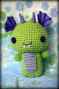 Sugar Plum Tart: Baby dragon Crochet Projects, Sewing Projects, Plum Tart, Knitted Animals, Baby Dragon, Learn To Crochet, Crochet Accessories, Stuffed Animals, Plushies