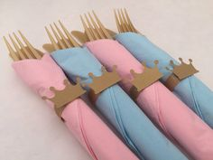 Perfect for a princess or prince theme party. Pretty gold colored plastic disposable party flatware with blue or pink paper napkin, a gold
