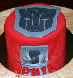 Easy Transformers Dark Chocolate Mud Cake Tutorial | Cute Sweet Things