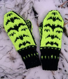 Free Knitting Pattern for Batsy Mittens - Fun mittens with flying bats in stranded colorwork. Designed by Ziina. Available in English and Finnish.