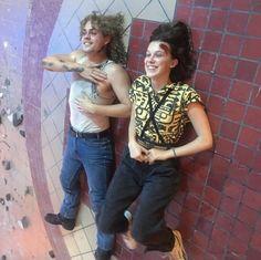 Stranger Things conta a história de Will, um garoto de 12 anos, desaparece em Montauk, Long Island. Enquanto a polícia, família e amigos procuram respostas, eles mergulham em um extraordinário mistério, envolvendo um experimento secreto do governo, forças sobrenaturais e uma garotinha. #StrangerThings #Netflix #will #eleven #dustin #lucas #mike Serie Stranger Things, Stranger Things Kids, Stranger Things Have Happened, Stranger Things Netflix, Hopper Stranger Things, Long Island, It Netflix, Dacre Montgomery, Casting Pics