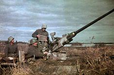 2. Er.It.Psto: 43. Kev.It.jaos: Tykki (Bofors) tuliasemassa Nokian kauppalan liepeillä. Nokia 1944.04.25