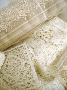 Vintage lace and embroidery. Shabby Style, Shabby Chic, Antique Lace, Vintage Lace, Victorian Lace, Vintage Accessoires, Lacemaking, Passementerie, Pearl And Lace