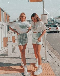 Best Friends Shoot, Best Friend Poses, Best Friend Outfits, Best Friend Pictures, Cute Friends, Friend Photos, Teen Fashion Outfits, Mode Outfits, Outfits For Teens