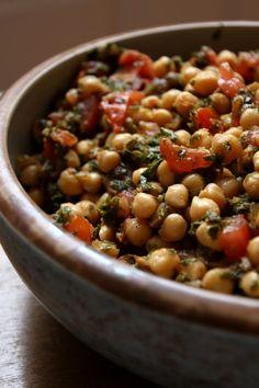 Une autre recette de salade pour vos soirées d'été, vos pique nique et vos barbecue! Salade de pois chiche aux tomates et à la...
