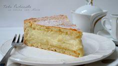 La torta pasticciotto, un classico della pasticceria leccese, rappresenta la versione grande dei classici pasticciotti, il dolce per eccellenza del Salento.