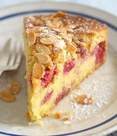 The divine combination of raspberries and almonds makes for a gorgeous fruity cake. Raspberry And Almond Cake, Raspberry Recipes, Almond Recipes, Baking Recipes, Dessert Recipes, Almond Pudding Recipe, Easy Pudding Recipes, Orange And Almond Cake, Food Cakes
