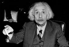 Albert Einstein,em 1921 ele recebeu o Nobel de Física