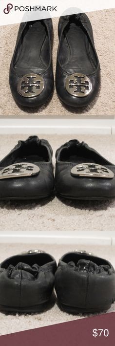 Tory Burch Reva Black Leather Silver Emblem 7 This is a pair of Tory Burch Reva ballet flats in size 7. These have a soft leather exterior with elastic in the back for a perfect fit and a large silver emblem on the front. They have been moderately worn and show signs of normal wear on the soles and a few scratches on the emblem.  They do have some scuffs and tears on the exterior and some wear on the interior lining as well.  They do still have some life remaining in them and could be a…