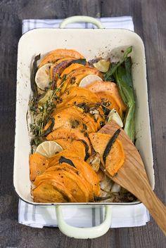 Gebackene Süßkartoffeln - smarter - Zeit: 15 Min. | eatsmarter.de Eat Smarter, Shrimp, Turkey, Meat, Baking, Food, Baked Sweet Potatoes, Peeling Potatoes, Food Food