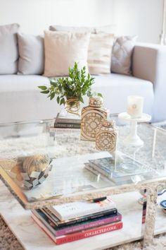 Modern living room: http://www.stylemepretty.com/living/2015/02/28/modern-living-room-decor-ideas/ | Photography: Fashionable Hostess - http://www.fashionablehostess.com/