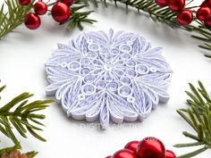 Crystal Mandala, Christmas Holidays, Christmas Decorations, Paper Strips, Handmade Ornaments, Spring Colors, Quilling, Snowflakes, Presents