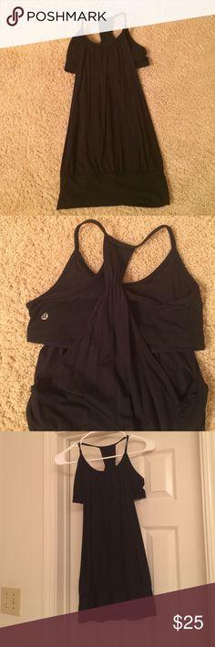 Lulu Lemon workout top Black Lulu Lemon workout top. Tight sports bra with flowy top. Doesn't fit anymore. Size 4 Lulu fits like a size 2 in most sizes. ***NO SMOKE, PET DANDER*** Clean!! 😊 lululemon athletica Tops Tank Tops