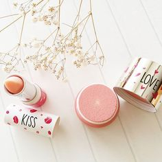Love is in the air! ❤❤ (Link en bio) @clarinsespana #clarins #kissanslove #makeup #blush #lipbalm