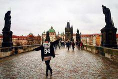 The Charles Bridge is a famous historic bridge that crosses the Vltava river in Prague Czech Republic. A famosa Ponte Carlos em Praga República Tcheca #sofiaeigorpelomundo #prague #czech #cz #czechrepublic #europe #eurotrip #wanderlust #trip #travel #traveling #travelgram #travelblog #braroundtheworld #selfievip #trippics #instagood #hturteleva #euvounajanela #bucketlist #photooftheday #mytravelgram #passeandoalimpo #brigde #landscape by sofiaeigorpelomundo