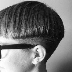 Top 100 bowl cut photos Bowl #precision #precisoncutting #sharp #clean #bowlcut #hairdressingtraining #hairstylist #londonhairstylist #edgy See more http://wumann.com/top-100-bowl-cut-photos/