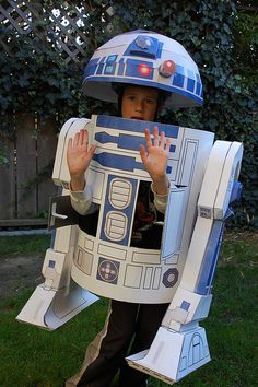 R2D2!!!   Corey could make this for Jax for Halloween!