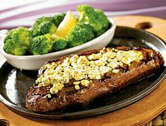 Cheesy Steak and Broccoli Again, the bulk of the meal is steak and cheese. The broccoli is good, but we're still talking hefty portions of meat and cheese dominating the meal. Lunch Menu, Lunch Snacks, Low Card Meals, Get Healthy, Healthy Eating, Steak And Broccoli, Paleo Diet Plan, Low Carb Lunch, Dessert For Dinner