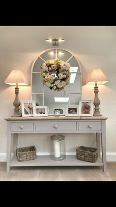 Kitnet & Studio Decoration: Designs & Photos - Home Fashion Trend Entrance Hall Decor, House Entrance, Entryway Decor, Hall Way Decor, Hallway Table Decor, Foyer Bench, Entry Tables, Sofa Tables, Console Table