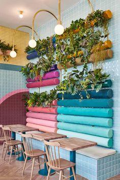 Le studio de design global espagnol basé à Valence Masquespacio signe l'architecture d'intérieur de Piada, un restaurant français à Lyon spécialisé dans les traditionnelles piadinas, un pain plat italien farci. #design #architecture #restaurantdesign