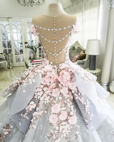 This is strangely reminding me of the Hunger Games wedding dress Katniss wore fused with the dresses that were from Jupiter Ascending