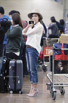 Kpop Idol with Fabulous Airport Fashion : Jessica Jung Korean Airport Fashion, Korea Fashion, Kpop Fashion, Fashion Brand, Asian Fashion, Jessica Jung Fashion, Jessica & Krystal, Korean Celebrities, Love Her Style