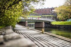 Iso Mustasaaren ja Susisaaren välinen silta, Suomenlinna, Helsinki Helsinki, Finland, Sidewalk, Sea, City, World, Building, Side Walkway, Buildings