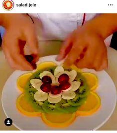Easy Food Art, Creative Food Art, Diy Food, Amazing Food Decoration, Amazing Food Art, Salad Decoration Ideas, Party Food Platters, Food Dishes, Fruit Platter Designs