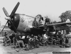 July 1944 : Pastor Franck J. Landolt celebrates mass near a P-47 Thunderbolt belonging to the 510th Fighter Squadron (405th Fighter Group), at the A-08 Airfield (Picauville)