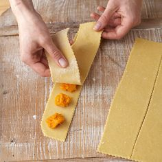 See how to turn sheets of fresh pasta into delicious homemade ravioli. You'll also get ravioli filling and sauce suggestions. Homemade Ravioli Filling, How To Make Ravioli, Ravioli Recipe, Homemade Pasta, Pasta Recipes, Cooking Recipes, Cooking Tips, Healthy Recipes, Pasta Casera