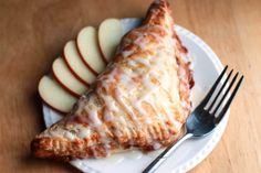 Thes apple turnovers look gorgeous. I think it's probably the icing that does it for me, I just want to stick that fork in there and eat it all up!
