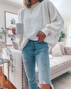 Today I've rounded up 30 of my coziest outfits for Fall. They range from lounge wear & gym looks to work sweaters & date Oversized Tshirt Outfit, White Oversized Sweater, Pullover Outfit, Oversized Clothing, White Sweater Outfit, Winter Sweater Outfits, White Jumper, Sweater Fashion, Trendy Fall Outfits