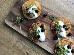 Tämän reseptin voi helposti muuttaa esim. maidottomaksi vain vaihtamalla maidon esim. manteli- tai kauramaitoon. Letut saavat hiukan erilaisen koostumuksen ja värin porkkanasta mutta sopii niin nuorelle kuin vanhalle! #kasvisreseptit #kasvisruoka #vegefood #vegetarian Edamame, Guacamole, Baked Potato, Camembert Cheese, Potatoes, Baking, Ethnic Recipes, Food, Potato