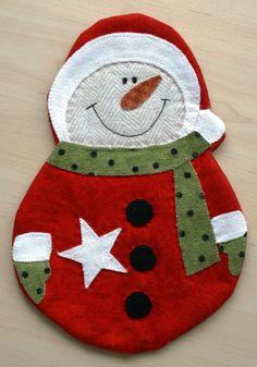 Becheruntersetzer Schneemann Mug Rug+ Christmas Mug Rugs, Christmas Sewing, Christmas Projects, Christmas Crafts, Christmas 2017, Christmas Holidays, Felt Christmas Decorations, Felt Christmas Ornaments, Christmas Stockings