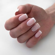 The advantage of the gel is that it allows you to enjoy your French manicure for a long time. There are four different ways to make a French manicure on gel nails. Cute Acrylic Nails, Cute Nails, Pretty Nails, Classy Nails, Stylish Nails, Bride Nails, Wedding Nails, French Nails, Hair And Nails
