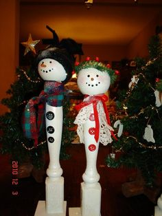 snowmen made of banisters | Great little snowmen my mom has been making for a few years now. All ...