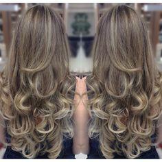 Blend de dourados com iluminação em cascatas. #instahair #blonde  #instagood #instaluxo #hair #style #stylist #moda #glamour #microluzes #ombrehair #colors #cute #cool #sofisticado #nice #cabelo #fashion #tendencia #lovehair #estilo #beleza #job #brasil #goiania #gyn #lesalon #conradoxavier