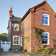 Take a look around this vintage-inspired family home in Birmingham Victorian Terrace House, Edwardian House, Victorian Homes, Edwardian Hallway, Edwardian Architecture, Hallway Colours, Buy My House, Mews House, Front Doors With Windows