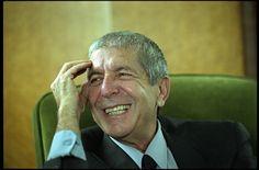 Canadese singer songwriter dichter en romanschrijver Leonard Cohen in zijn studio in zijn huis in Los Angeles Cohen werd ingewijd in de Canadian Music Hall ...