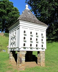Memorial Dovecote in Old City Cemetery, Lynchburg Pigeon House, Pigeon Loft, Bird Cages, Bird Feeders, Garden Structures, Outdoor Structures, Palomar, Bird House Plans, Beau Site