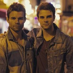 Dear Lord the Original family is blessed.   Nathaniel Buzolic & Daniel Gillies could legit be brothers in real life though.