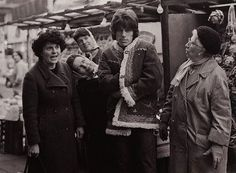 Jeff Beck attracts all the ladies in London (1967)