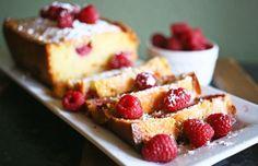 Cake fondant aux framboises et chocolat blanc
