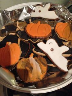 Happy Halloween x Here I've made gingerbread & sugar cookie Halloween cookies x vegan , I used fondant to cover the cookies x went down a treat with my little trick or treaters x Sugar cookie recipe : www.chefchloe.com & gingerbread recipe I used dairy free spread & almond milk instead x taste amazing x