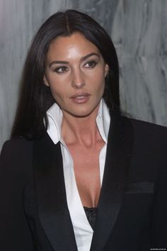 monica bellucci.... MY AIM IS THIS LOOK....