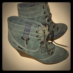 Diesel: Sz: 10: A Tall order of Fancyused These fabulous lace up shoes are perfect for leggings or a great pair of pants Yes & Yum  Diesel Shoes