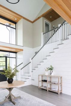 Modern farmhouse style home with a beachy-vibe in Newport Beach Modern Farmhouse Style, Farmhouse Decor, Style At Home, Decoration Bedroom, House Goals, Home Fashion, Home Interior Design, My Dream Home, Home Remodeling