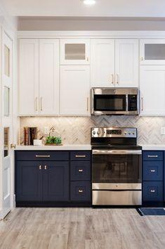 Navy Cabinets, Two Tone Kitchen Cabinets, Refacing Kitchen Cabinets, Kitchen Cabinet Colors, Cabinet Decor, Painting Kitchen Cabinets, Kitchen Colors, Kitchen Decor, Kitchen Ideas